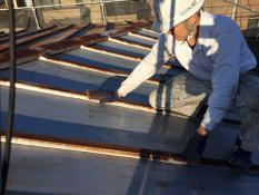 横浜市港南区N様邸屋根塗装ケレン作業