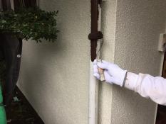 横浜市港南区N様邸竪樋塗装上塗り1回目