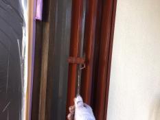 横浜市港南区N様邸玄関木枠下塗り