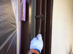横浜市港南区N様邸玄関木枠上塗り2回目
