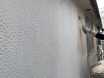 横浜市港南区I様邸外壁上塗り1回目