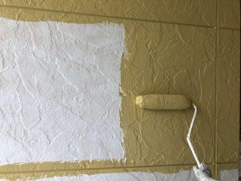 横浜市西区K様邸外壁ダイヤモンドコート塗装上塗り1回目