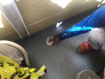 横浜市西区K様邸FRP防水 アセトン拭き