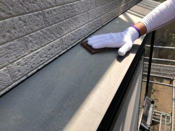 横浜市南区Y様邸霧除け庇塗装前ケレン作業