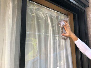 横浜市南区Y様邸外壁塗装後窓ガラス水拭き清掃作業