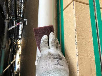 横浜市西区K様邸竪樋ケレン作業