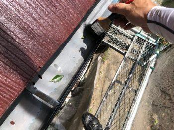 横浜市南区Y様邸外壁塗装後軒樋清掃作業