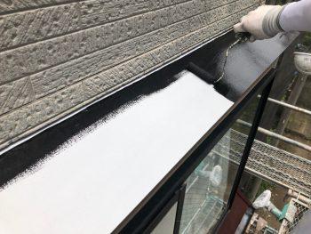 横浜市南区Y様邸霧除け庇塗装上塗り1回目