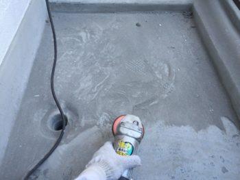 横浜市南区M様邸ベランダFRP防水保護塗装施工前ケレン作業
