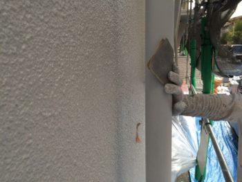 横浜市南区M様邸雨樋塗装前ケレン作業