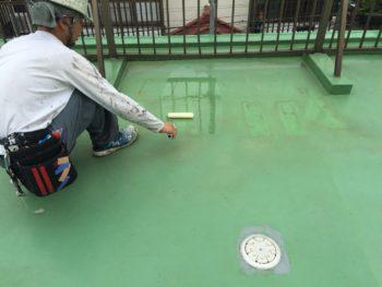 横浜市南区M様邸屋上ウレタン防水施工中