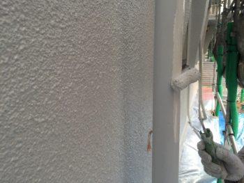 横浜市南区M様邸雨樋塗装上塗り1回目施工中