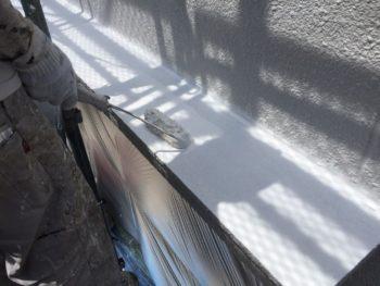 横浜市南区M様邸庇天端塗り替え下塗り2回目施工中