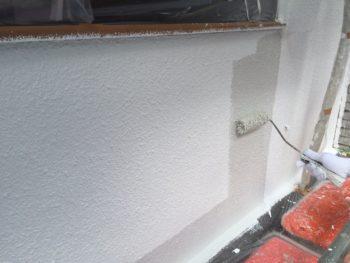 横浜市南区M様邸外壁塗り替え上塗り1回目施工中