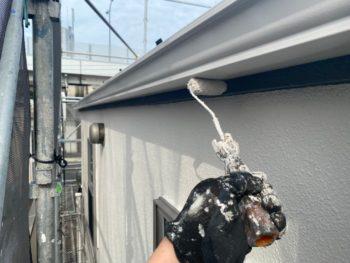 横浜市港南区T様邸雨樋塗装上塗り2回目施工中
