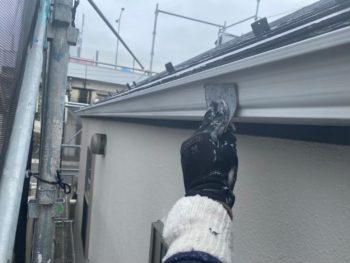 横浜市港南区T様邸雨樋塗装前ケレン作業