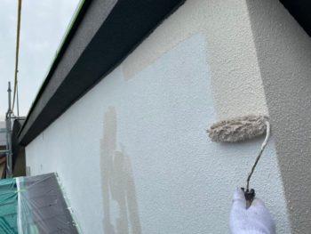 横浜市港南区T様邸外壁塗装上塗り1回目施工中