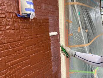 横浜市磯子区Y様邸外壁塗装UVカットクリヤー施工中