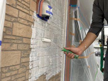 横浜市磯子区Y様邸外壁塗装下塗り施工中
