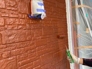 横浜市磯子区Y様邸外壁塗装上塗り2回目施工中