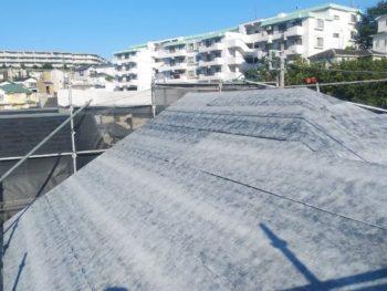 横浜市磯子区Y様邸屋根ゴムアスルーフィング貼付け施工中