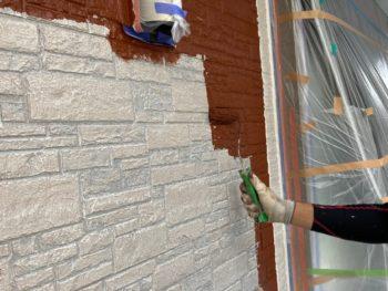 横浜市磯子区Y様邸外壁塗装上塗り1回目施工中