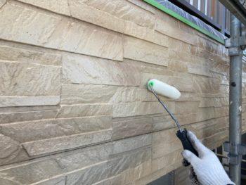 横浜市港南区N様邸外壁塗装上塗り2回目施工中