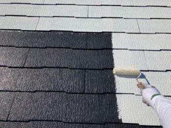 横浜市港南区N様邸屋根塗装下塗り2回目施工中