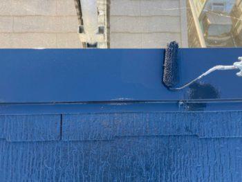 横浜市港南区N様邸屋根棟板金塗装上塗り2回目施工中