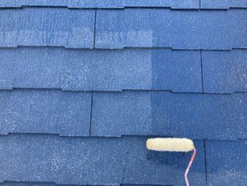 横浜市港南区N様邸屋根塗装下塗り1回目施工中
