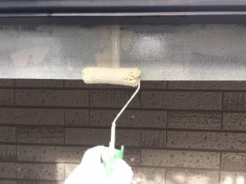 横浜市金沢区S様邸破風塗装下塗り施工画像