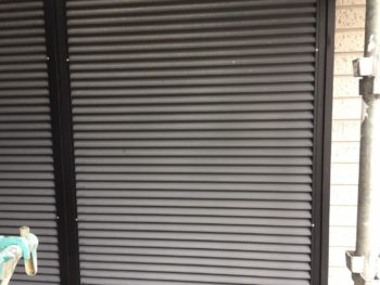 横浜市金沢区S様邸雨戸塗装施工前