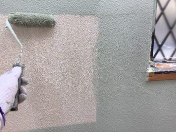横浜市金沢区S様邸2階部分外壁塗装上塗り1回目施工画像