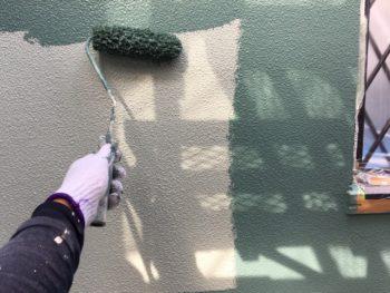 横浜市金沢区S様邸2階部分外壁塗装上塗り2回目施工画像