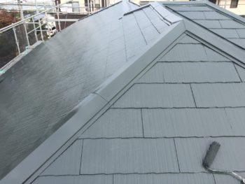 横浜市金沢区S様邸屋根塗装上塗り2回目施工中