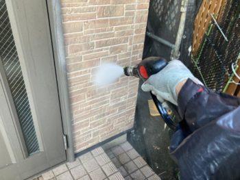 横浜市栄区E様邸外壁塗装前高圧洗浄作業