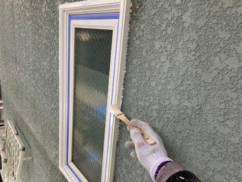 横浜市神奈川区S様邸窓枠塗装施工中