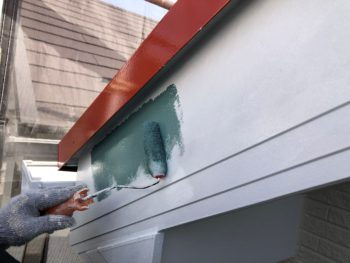 横浜市神奈川区H様邸破風塗り替え作業上塗り1回目