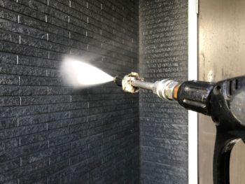 横浜市神奈川区H様邸外壁塗装前高圧洗浄作業
