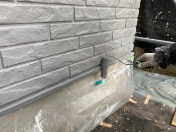 横浜市栄区T様邸水切り塗装上塗り2回目施工中画像