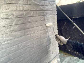 横浜市栄区T様邸ダイヤモンドコート外壁塗装UVカットクリヤー施工中