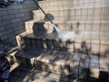 横浜市栄区T様邸外壁塗装前高圧洗浄作業画像