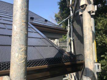 横浜市港南区H様邸外壁塗装後落ち葉除けネット取り付け工事完了画像