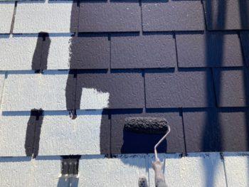 横浜市港南区H様邸屋根塗り替え上塗り1回目施工中