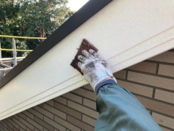 横浜市港南区H様邸破風塗り替え前ケレン作業