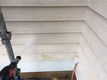 横浜市栄区O様邸外壁塗装前高圧洗浄作業