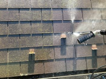 横浜市港南区H様邸屋根塗り替え前高圧洗浄作業