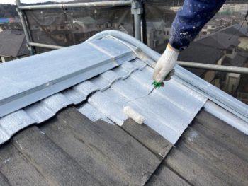 横浜市栄区W様邸屋根塗り替え下塗り施工中