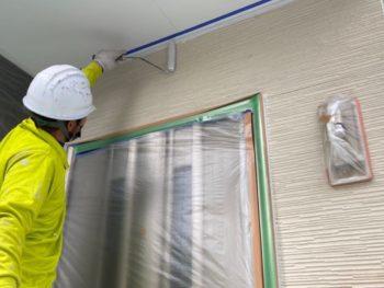 横浜市金沢区A様邸外壁塗り替え下塗り施工中