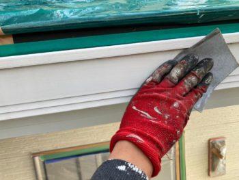 横浜市金沢区A様邸雨樋塗装前ケレン作業